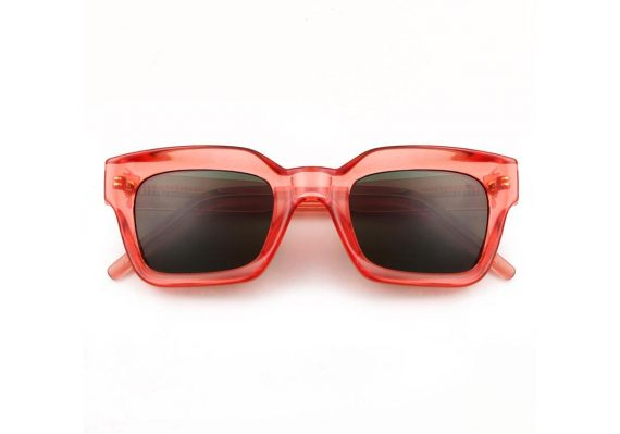 A.Kjaerbede unisex zonnebril model GIGI kleur rood transparant met groene glazen AKsunnies bril