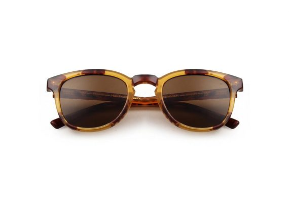 unisex Akjaerbede BATE zonnebril kleur gevlekt bruin met bruine glazen AKsunnies bril