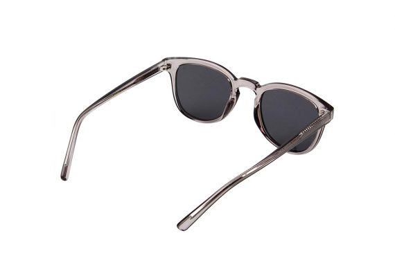 unisex Akjaerbede BATE zonnebril kleur donker grijs met zwarte glazen AKsunnies bril
