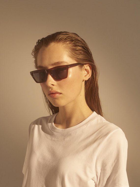 A.Kjaerbede zonnebril model CLAY kleur bruin met grijze glazen AKsunnies bril