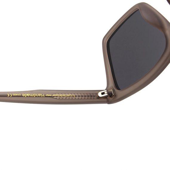 A.Kjaerbede zonnebril model CLAY kleur mat grijs met grijze glazen AKsunnies bril