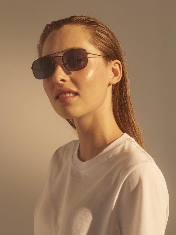A.Kjaerbede zonnebril model TOBY kleur zwart met grijze glazen AKsunnies bril