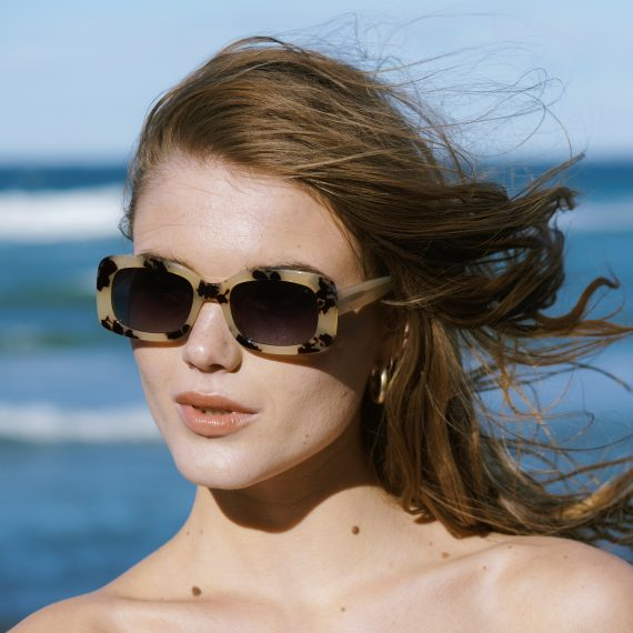 A.Kjaerbede zonnebril model SALO kleur hoorn met grijze fade glazen AKsunnies bril sunglasses Akjaerbede eyewear